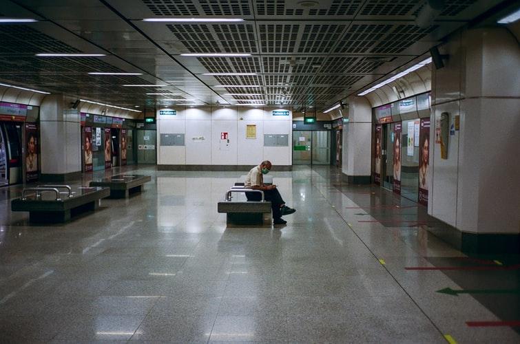گیتهای الکترونیکی فرودگاه بینالمللی مسقط همچنان بستهاند